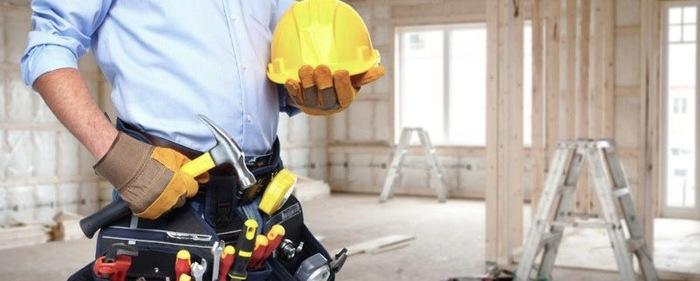 Bild-Byggbesiktning.net-Byggnadsarbetare-som-besiktar-hus-800x321-2